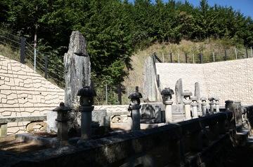 井上馨の墓.jpg